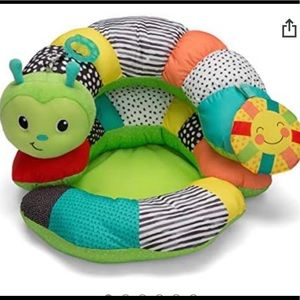 Infantino Baby sit up pillow worm tummy time toy